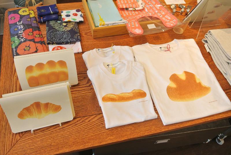 彦坂木版画工房のTシャツとパンのノート