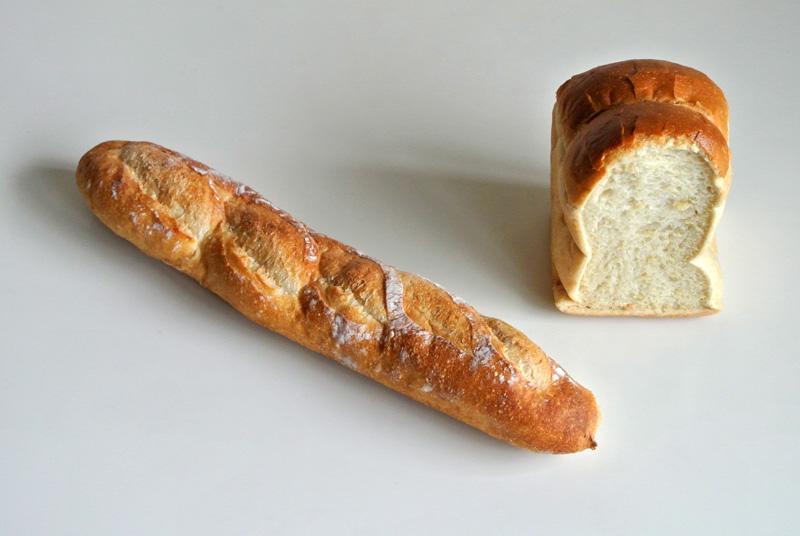 金沢市のパン屋こくうのバゲットと山型食パン
