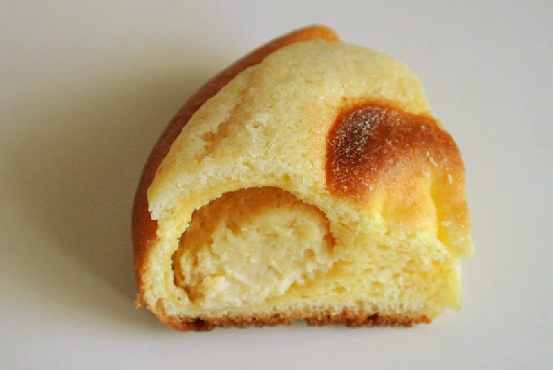 サクサクとしたクッキー生地と濃厚なメープルクリーム