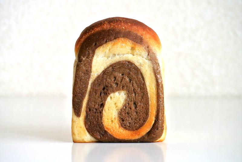 こんがりと焼けた七穀ベーカリーの「ぐるぐるサイコロ食パン」