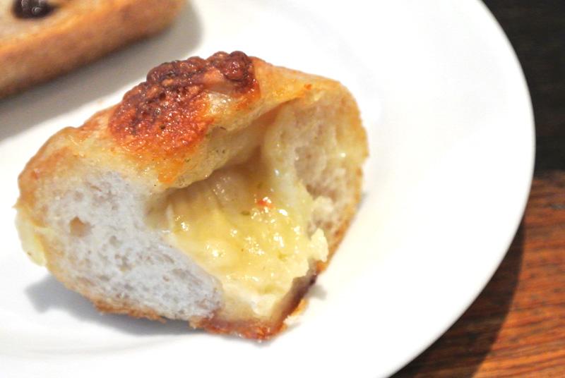 グロワール「カマンベールチーズの自家製酵母パン」