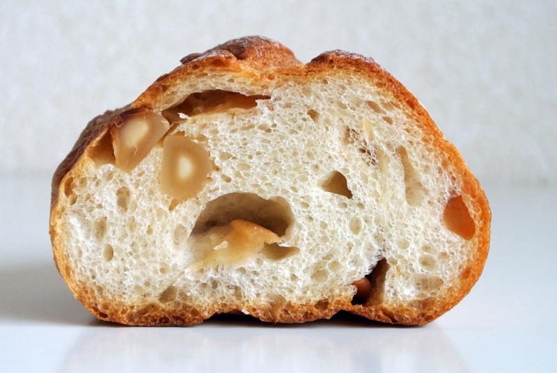 グロワールの新作「マカダミアナッツの自家製酵母パン」