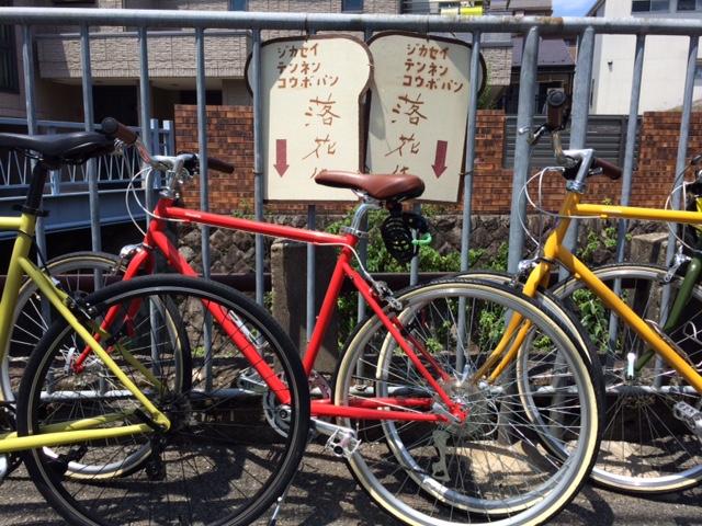 落花生の看板とトーキョーバイク