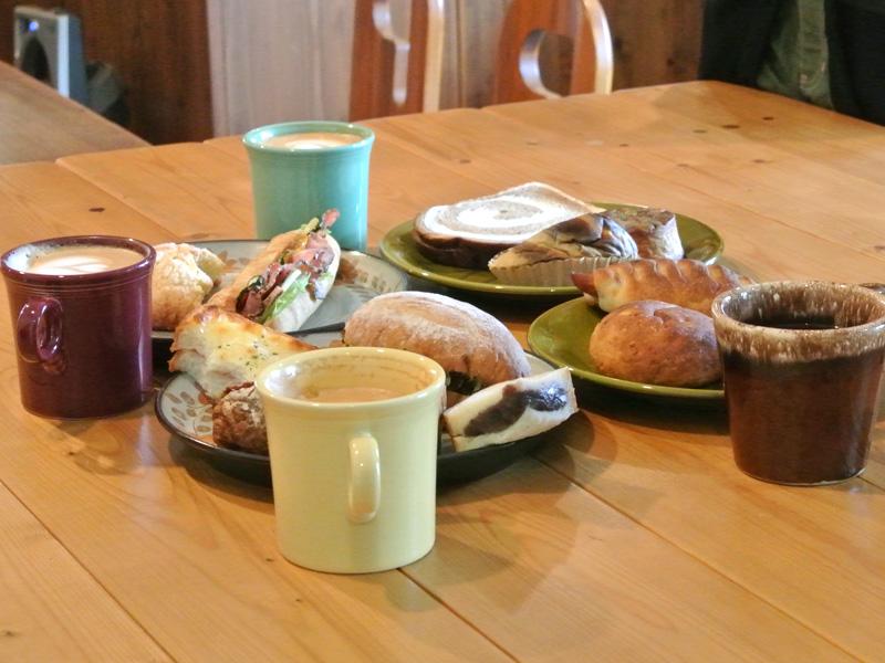 パンライドで購入したパンとカフェパランのコーヒー