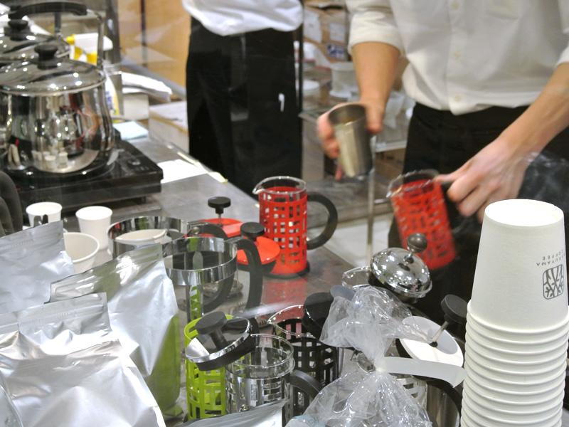 丸山珈琲はフレンチプレス式でコーヒーを抽出