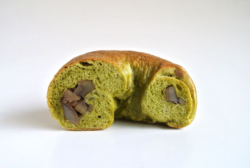 栗の甘露煮をゴロっと入れたおやつパン「抹茶と栗のベーグル」