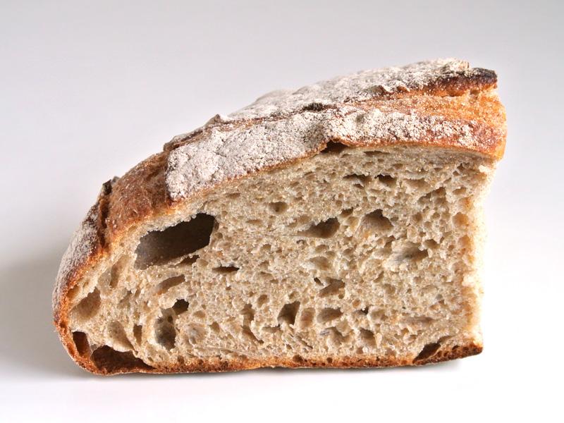 全粒粉とライ麦をたっぷりと配合した風味豊かな天然酵母の田舎パン「パン ド カンパーニュ 1/4(新作)」