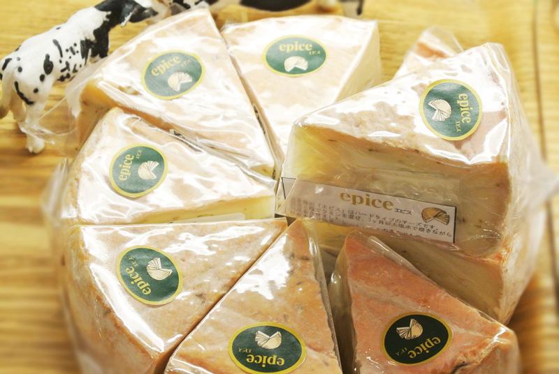 3ヶ月以上塩水で磨きながら熟成させたスパイス香る湖華舞(滋賀)のチーズ「epice(エピス)」