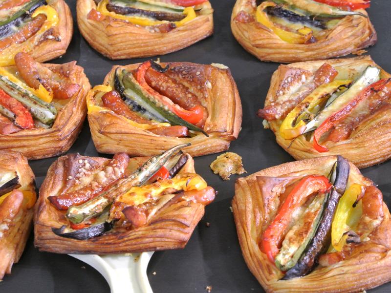 bread market やさしい風「季節野菜のクロワッサン(尼の生醤油仕上げ)」